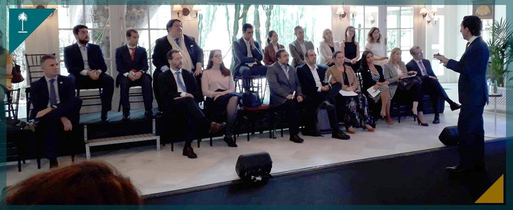 Foto de momentos de la conferencia de alquiler de directivos